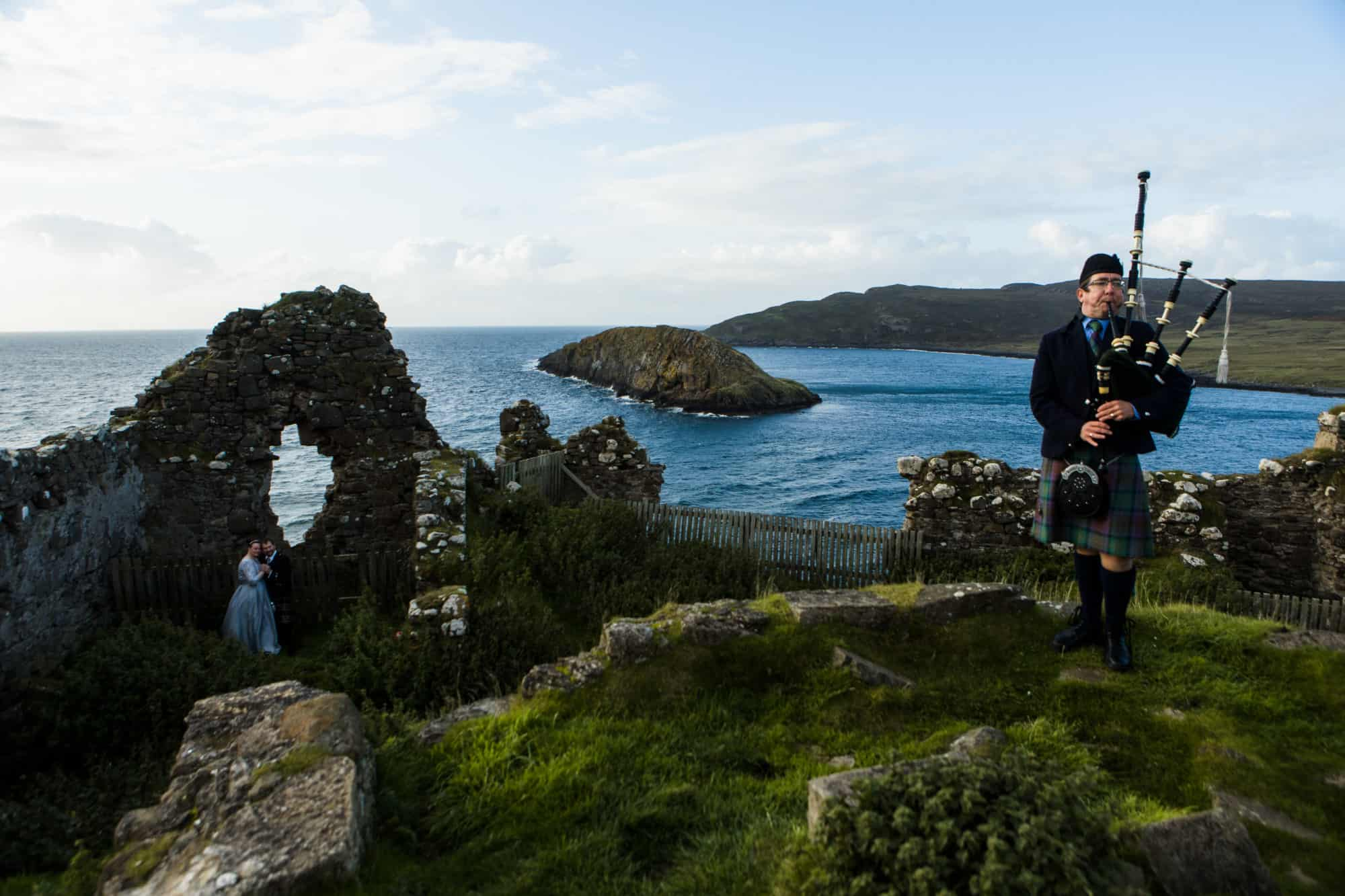 Elopement Duntulm Castle Isle of Skye with piper